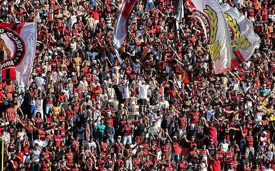 dfbebe6383 Vitória convoca torcida ao fazer promoção de ingresso para jogo contra o  Corinthians ( Maurícia da Matta EC Vitória)