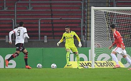 Samuel em lance do jogo: atacante abriu o placar sobre o Internacional no Beira-Rio