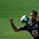 Acusado de estupro, Neymar divulgou nas redes sociais conversas e fotos da mulher com quem teve relação sexual