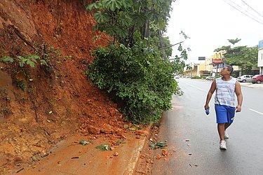 Chuva do dia 3 de maio de 2015, o 7º mais chuvoso, causou deslizamento no Rio Vermelho