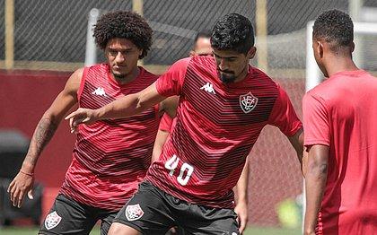 O meia Felipe Gedoz e o zagueiro Ramon são algumas das apostas do Vitória contra o Bragantino