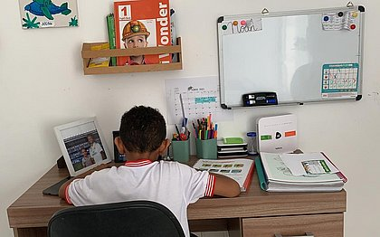 Noah está sendo alfabetizado na modalidade remota