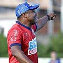 Treinador do Bahia quer ter laterais fortes no ataque