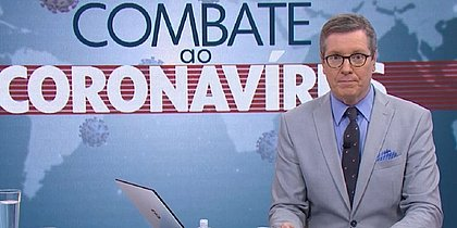 Jornalista da Globo alfineta Bolsonaro ao fazer pergunta do 'Jair, de Brasília'