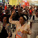Grupo passou por corredores do shopping