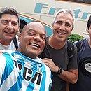 Diógenes, 'vestido' com a camisa do Racing, faz foto com argentinos