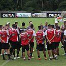 Elenco do Vitória treina no Barradão