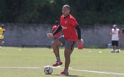 Walter fez seu primeiro treino com bola na Toca do Leão