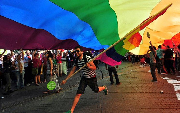 from Lennox alta vista gay videos