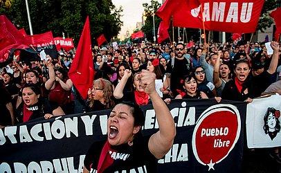 Marcha do Dia Internacional para a eliminação da violência contra as mulheres, em Santiago.