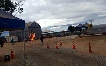 Moradores de povoado baiano incendeiam galpão com 28 infectados por covid-19