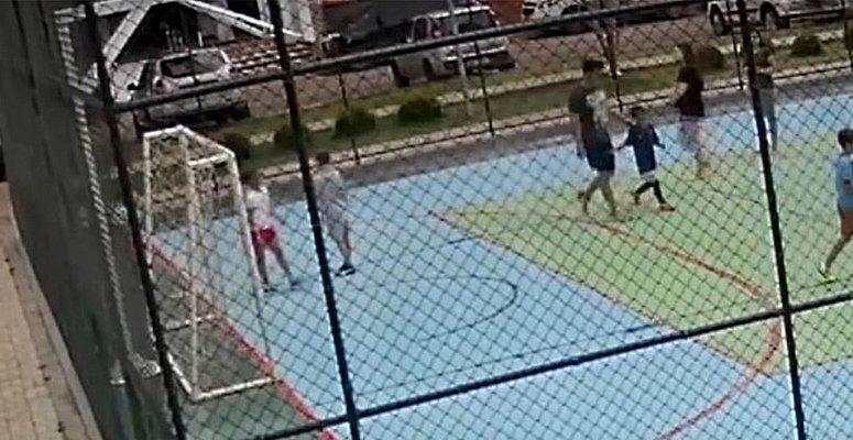 https://www.correio24horas.com.br/noticia/nid/mae-defende-mulher-que-agrediu-menino-baiano-no-afa-do-momento/
