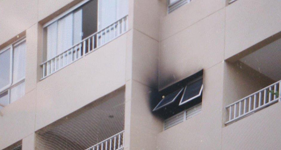 Fogo atinge apartamento na Boca do Rio; moradores estão viajando
