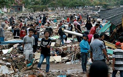 Terremoto de 6,1 graus atinge Indonésia, uma semana depois de tsunami