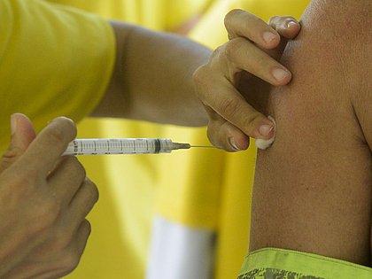 Vacinação contra covid-19 na Bahia começará nesta terça, anuncia secretário