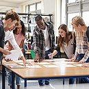 As empresas juniores são associações sem fins lucrativos, formadas e geridas por alunos de cursos superiores