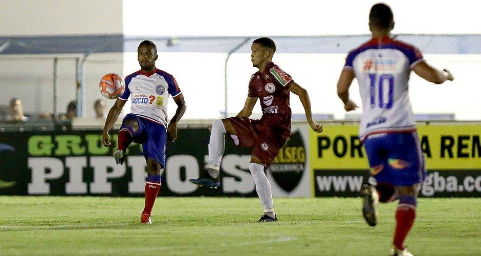 fee93d0667828 Tricolor fez jogo ruim em Riachão e perdeu para o Jacuipense (Foto  Felipe  Oliveira EC Bahia)