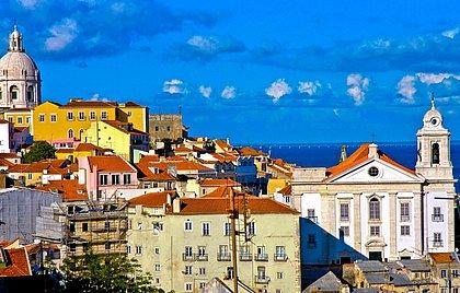 Parece Salvador mas é Lisboa: Bairro Alto, equivalente a nossa Cidade Alta