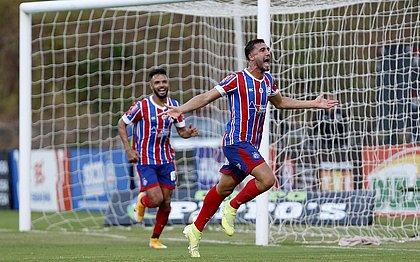 Gustavo Henrique comemora o gol pelo Bahia sobre o Atlético de Alagoinhas