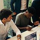 Na Suíça, meia Ramires assina contrato com o Basel