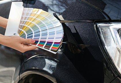 Em 2020 o consumidor continuou apostando em cores tradicionais, como branco, prata e preto. Mas tons como azul e verde cresceram