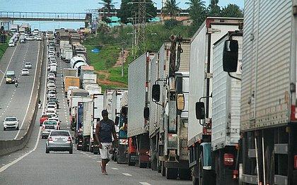 Alta do diesel surpreende caminhoneiros e greve ganha força, diz líder do CNTRC