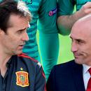 Em foto tirada há uma semana, o técnico Julen Lopetegui (esquerda) conversa com o presidente da Federação Espanhola, Luis Manuel Rubiales