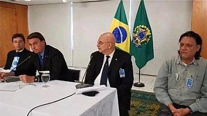 Reunião de Bolsonaro com 'gabinete paralelo' da Saúde vaza e vira foco da CPI