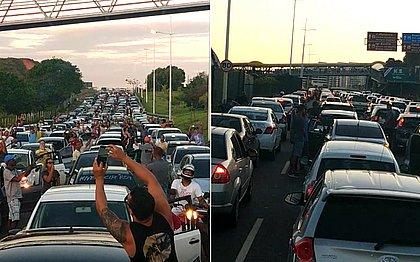 Carreata de PMs grevistas trava a Paralela; engarrafamento chega a 9 km