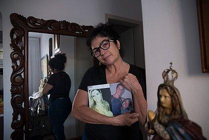 'Não conseguia emprego, fiquei marcada', diz mãe de Emanuel e Emanuelle