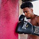 Júnior Demolidor treina em casa e busca oportunidade no boxe profissional