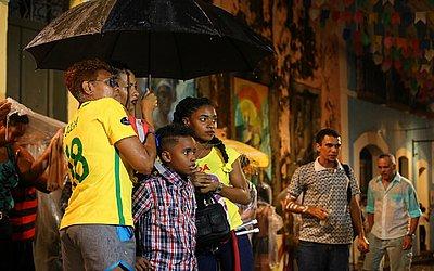 Nem a chuva que caiu no Pelourinho fez com o que o torcedor deixasse de acreditar no talento das brasileiras