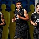 Eder Militão, Casemiro e James Rodriguez durante treinamento do Real Madrid