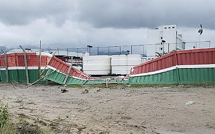 Em setembro, torcedores invadiram CT do Fluminense e derrubaram muro