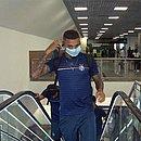 Gregore viajou usando a máscara de proteção