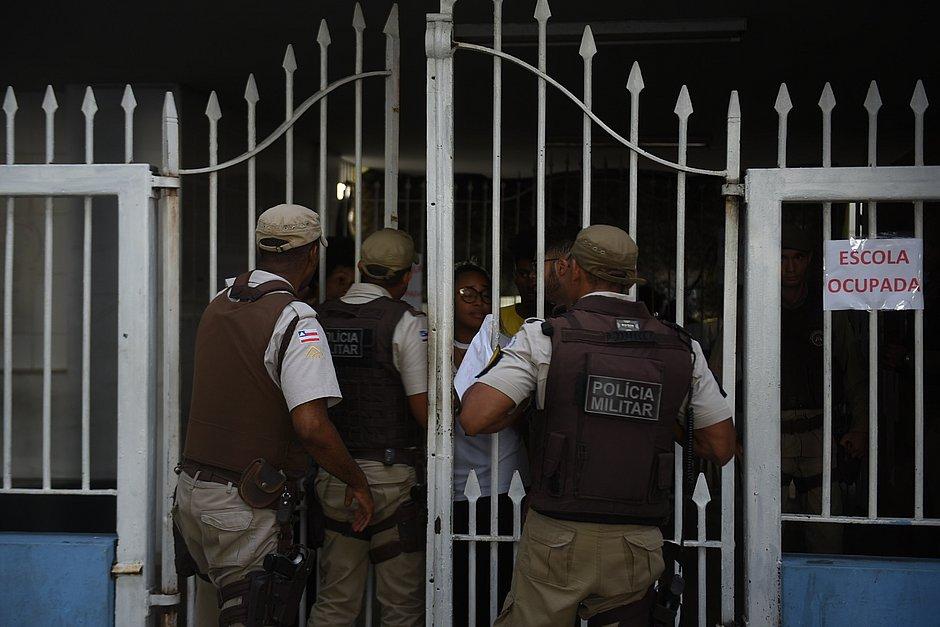 Medo da polícia fez estudantes deixarem ocupação do Odorico Tavares