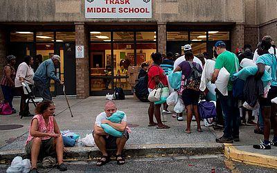 Abrigo anti-furacão na escola secundária de Trask na Carolina do Norte.