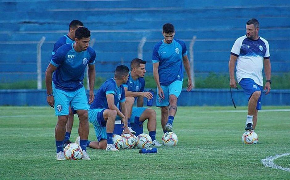 Nove jogadores da equipe alagoana testaram positivo para a covid-19. No total são 19 atletas infectados