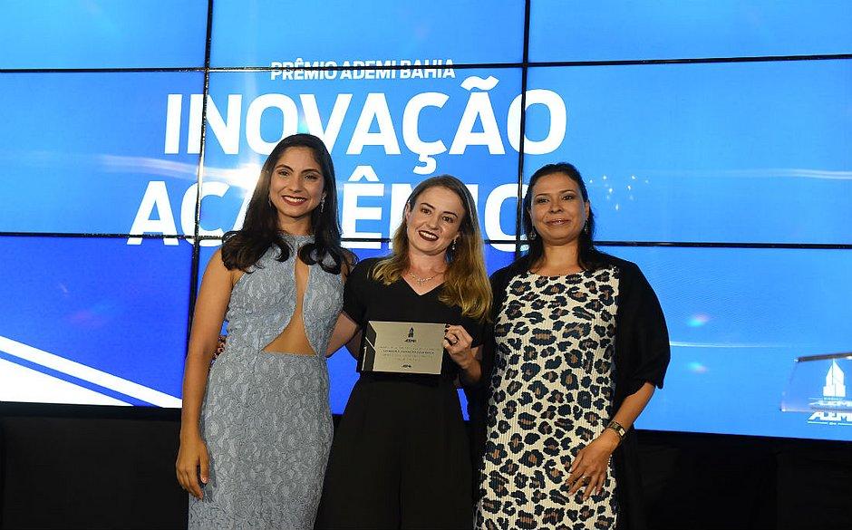 Rafaela Rey, Roseneia Melo, e Dayana Costa recebem o Prêmio Ademi de Inovação Acadêmica