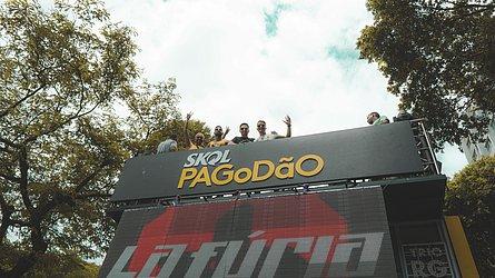 Quarteto acompanhou a La Fúria no Campo Grande de cima do trio Skol Pagodão