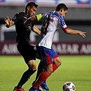 Rodriguinho, em lance de disputa de bola contra o City Torque