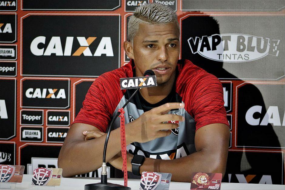 Bahia goleia Vitória por 4x1 com autoridade na Fonte Nova. Aderllan diz que  o orgulho rubro-negro está ferido (Maurícia da Matta EC Vitória) 57ca0422152ca