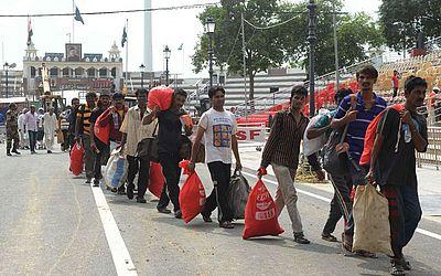 Num gesto de boa vontade o Paquistão devolve à India 29 pescadores que foram presos por atuarem fora de seu mar territorial. Anteriormente a Índia devolveu 7 paquistaneses que estavam em suas prisões.