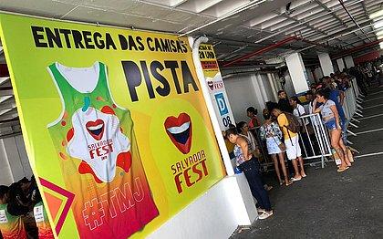 Salvador Fest dá início a entrega das camisas coloridas
