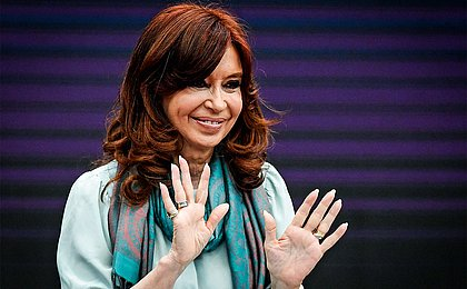 Presidentes autoproclamados são 'nova moda' na América Latina, diz Cristina Kirchner