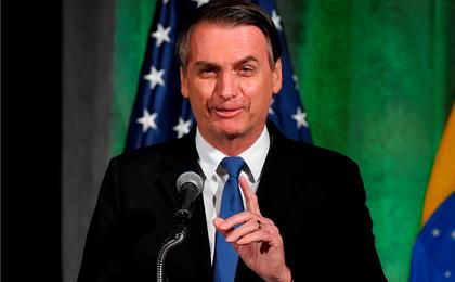 Bolsonaro diz contar com capacidade bélica dos EUA para 'libertar Venezuela'