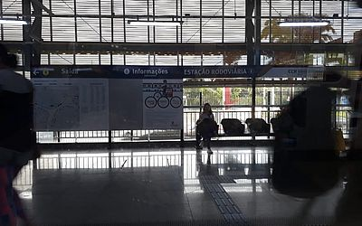 Estação de metrô vazia no início da manhã desta quarta-feira