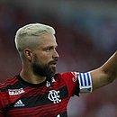 Diego é alvo de protestos da torcida do Flamengo