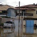 Água invadiu casas e destruiu móveis