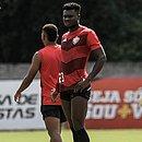 Jordy Caicedo saiu machucado do jogo contra o Londrina